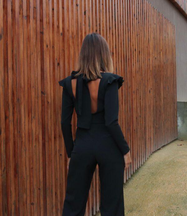 Hazel Macacão Mili Preto com mangas e laço nas costas